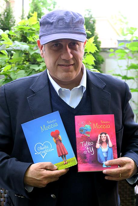 Warszawa 19-22 maja Warszawskie Targi Ksiazki n/z pisarz Federico Moccia podczas wywiadu w kawiarni przy ul.francuskiej
